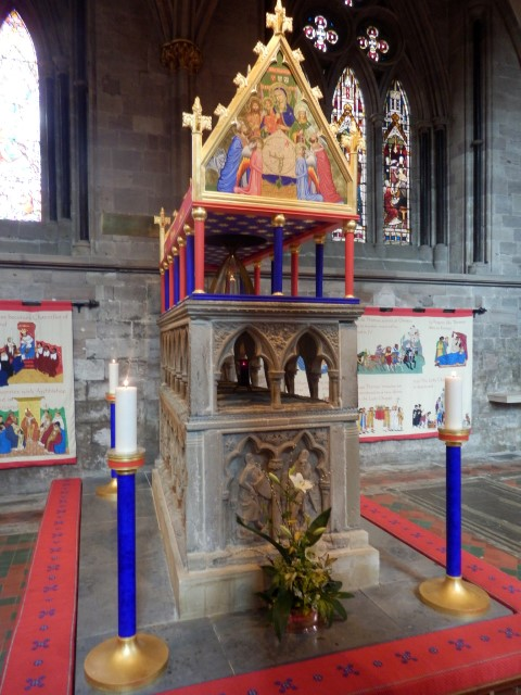 shrine of st thomas de cantilupe at hereford cathedral